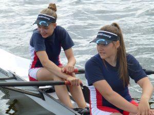 Helen Kath (links) und Jenny Mehldorn vor dem Start (Foto: RRC)