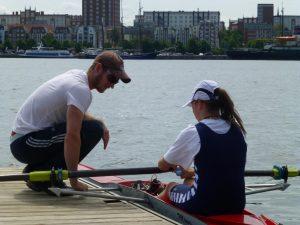 Trainer Paul Heinrich vor dem Rennen mit Angelique Oortgiese (Foto: RRC)